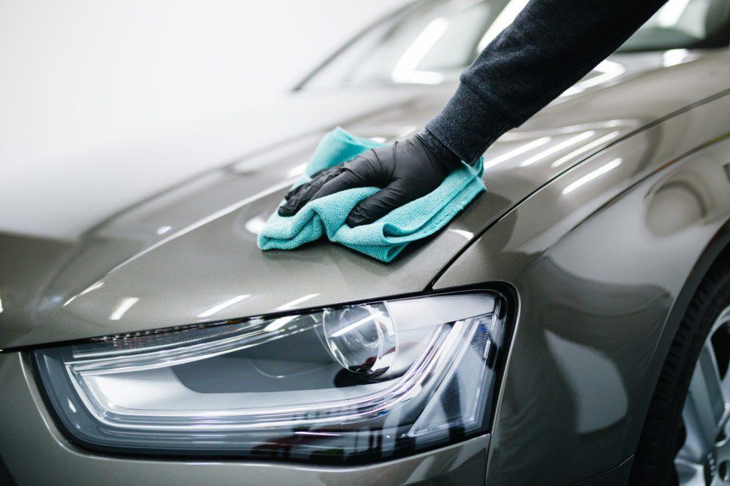 Dokładne polerowanie lakieru i polerowanie reflektorów auto detaling Wrocław